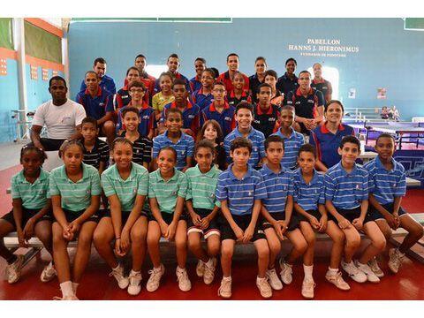 Atletas de la ENATT y selección superior y juvenil.